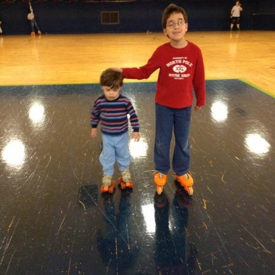 Das Foto wurde bei Skate Town von Fred C. am 12/22/2012 aufgenommen