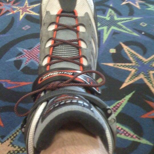 Das Foto wurde bei Skate Town von Fred C. am 9/22/2012 aufgenommen