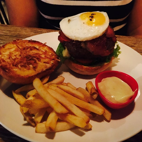 I think this is my favourite pub in Bangalore. Cool place with great food and amazing service. Try the Chicken Wings for sure, Pork Belly and the Juicy Lucy burger!