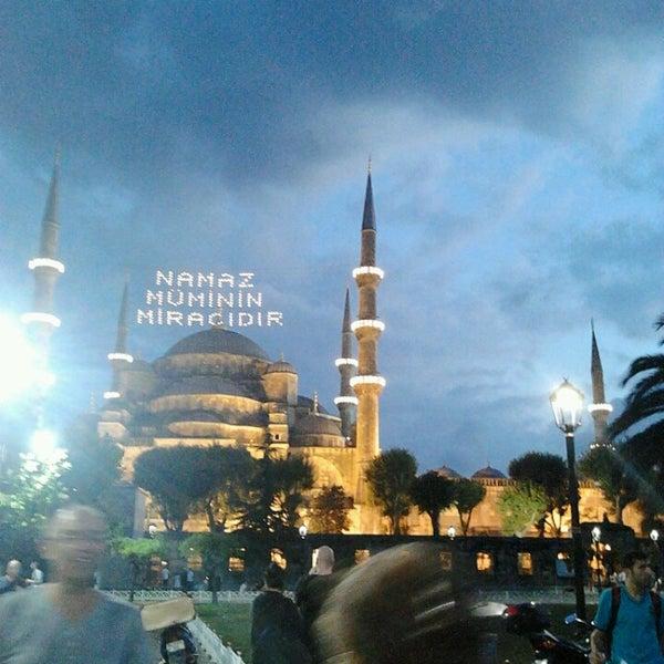 Das Foto wurde bei Ayasofya Hürrem Sultan Hamamı von Zeynep G. am 7/16/2013 aufgenommen