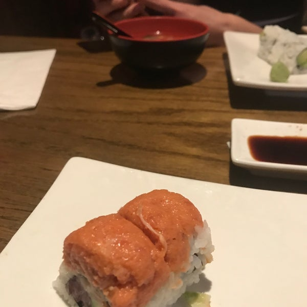 Photo taken at Tomo Japanese Cuisine by Luis O. on 9/12/2017