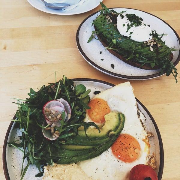 Foto diambil di Mikyna Coffee & Food Point oleh Adley pada 2/4/2018
