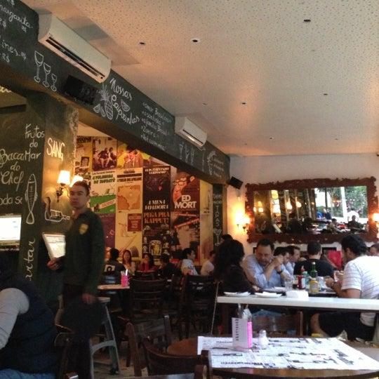Foto tirada no(a) Verissimo Bar por Luiz P. em 10/13/2012
