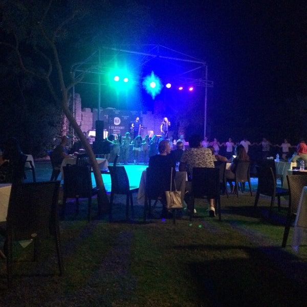 รูปภาพถ่ายที่ Ulu Resort Hotel โดย Abdullah S. เมื่อ 9/19/2017