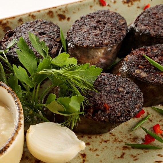 Рекомендую: кровянка - кусочки кровяной колбасы, обжаренные на гриле, подаются с хреном