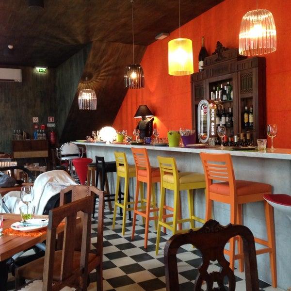 Foto tirada no(a) Casa de Pasto das Carvalheiras por Ruca B. em 11/9/2013