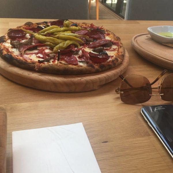5/3/2017 tarihinde Aaaziyaretçi tarafından All Eatalian ( Pizza - Bakery - Breakfast )'de çekilen fotoğraf