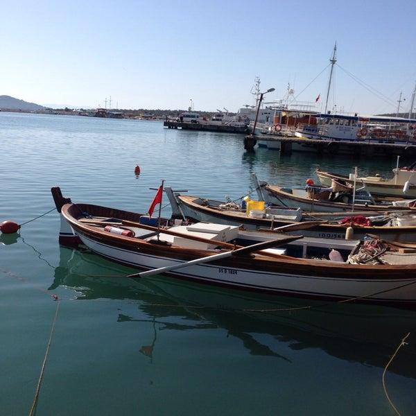 10/12/2013 tarihinde Hasan A.ziyaretçi tarafından Cunda Deniz Restaurant'de çekilen fotoğraf
