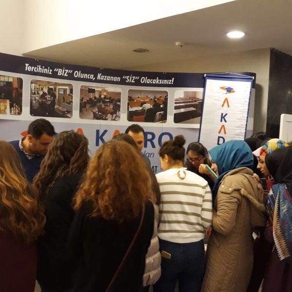 รูปภาพถ่ายที่ İstanbul Üniversitesi Kongre Kültür Merkezi โดย Snnsmsc เมื่อ 12/11/2017