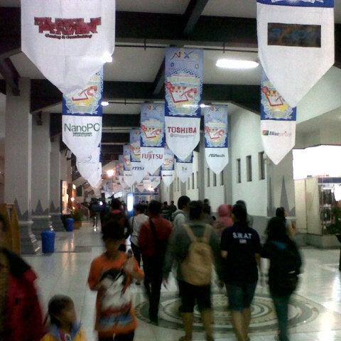 Das Foto wurde bei Jogja Expo Center (JEC) von Singgih P. am 2/4/2013 aufgenommen