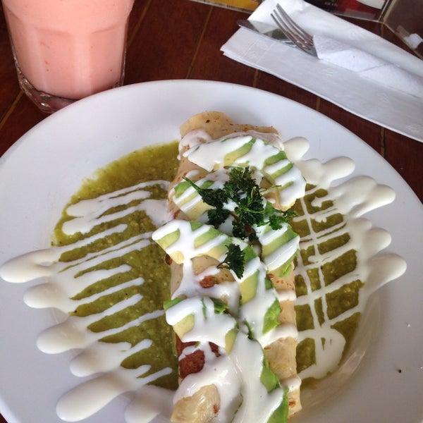 Foto tomada en Rico's Café Zona Dorada por Daniela H. el 8/16/2014