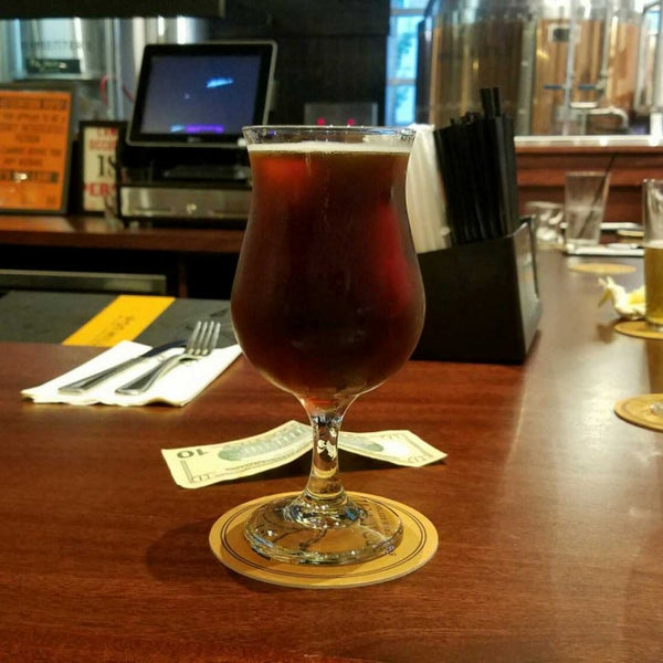 Photo taken at Iron Hill Brewery & Restaurant by Gerry D. on 8/3/2017