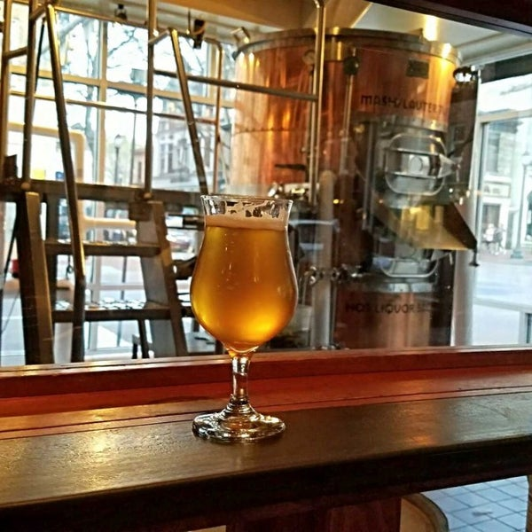 Photo taken at Iron Hill Brewery & Restaurant by Gerry D. on 4/10/2017