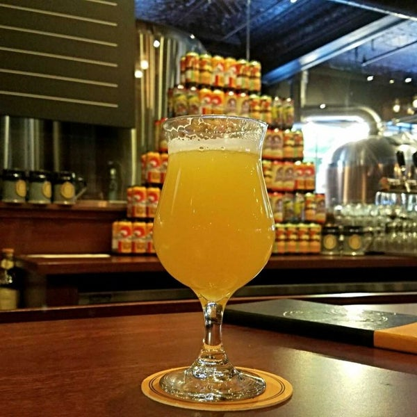 Photo taken at Iron Hill Brewery & Restaurant by Gerry D. on 5/8/2017