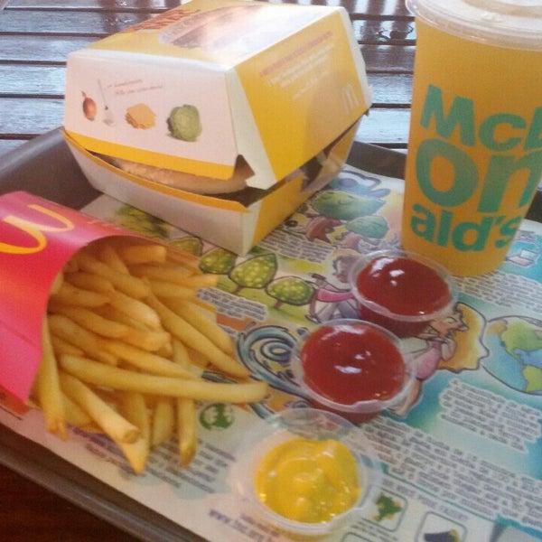 Photo taken at McDonald's by Eliane C. on 5/29/2016