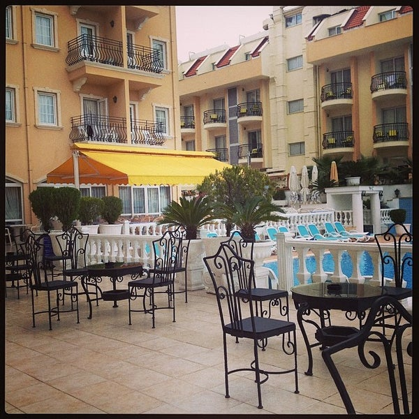 Foto scattata a Sinatra Hotel da Гарик М. il 5/10/2014