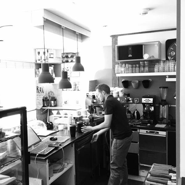 caf bretelle coffee shop in krutenau. Black Bedroom Furniture Sets. Home Design Ideas