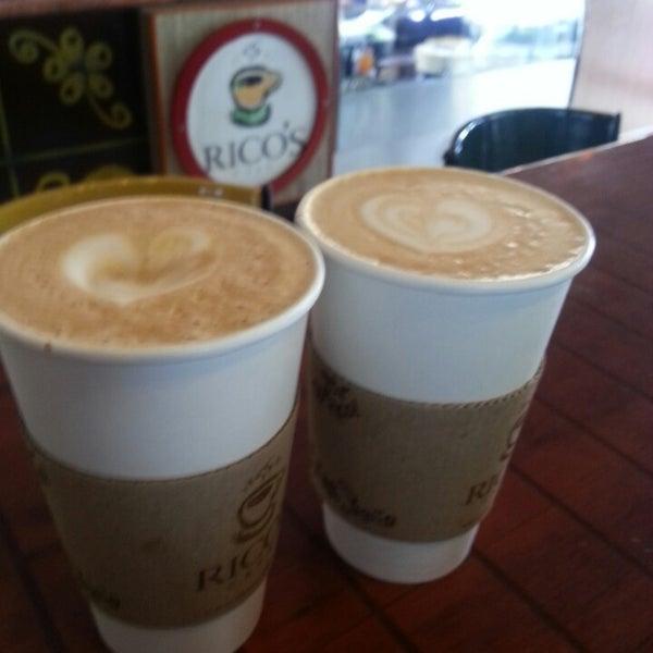 Foto tomada en Rico's Café Zona Dorada por Juan G. el 4/5/2015