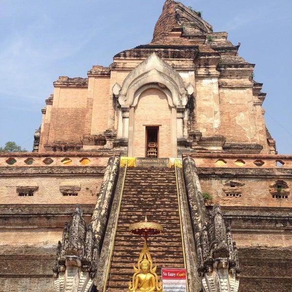 Photo taken at Wat Chedi Luang Varavihara by Angel L. on 5/5/2015