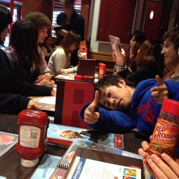 Photo taken at Red Robin Gourmet Burgers by Nikki S. on 10/22/2013