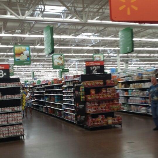 Снимок сделан в Walmart Supercenter пользователем Calvin C. 9/22/2013
