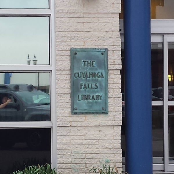 Photo taken at Cuyahoga Falls Library by Doc M. on 4/28/2017