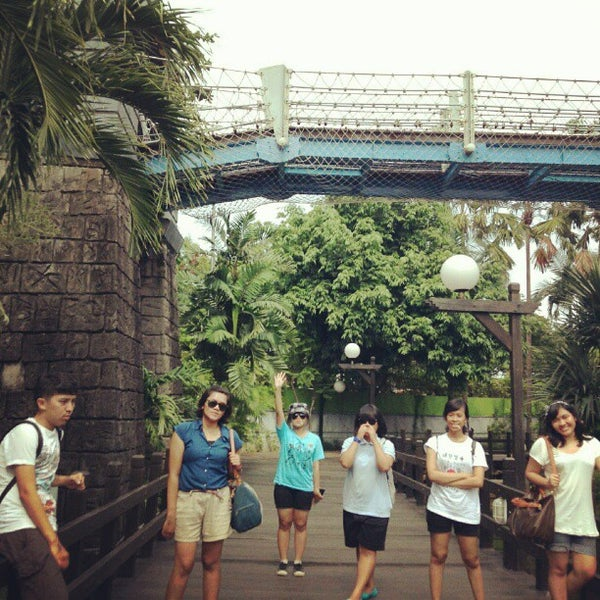 Foto scattata a Wahana Arung Jeram (River Raft Ride) da septibaek 셉티 s. il 5/1/2013