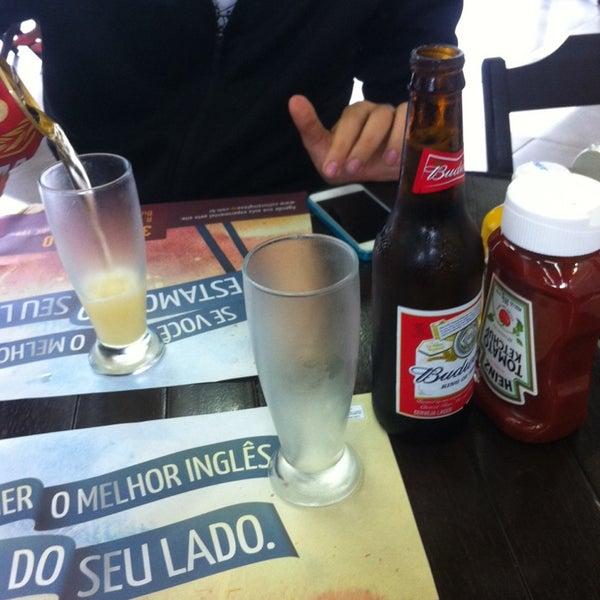 Foto tirada no(a) Brasil Burger por Vinicius S. em 11/24/2013