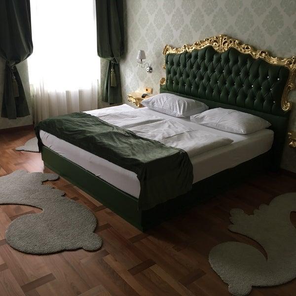Интересный отель с необычным дизайном. Невозможно предугадать какой номер достанется. Но в этом и весь интерес!