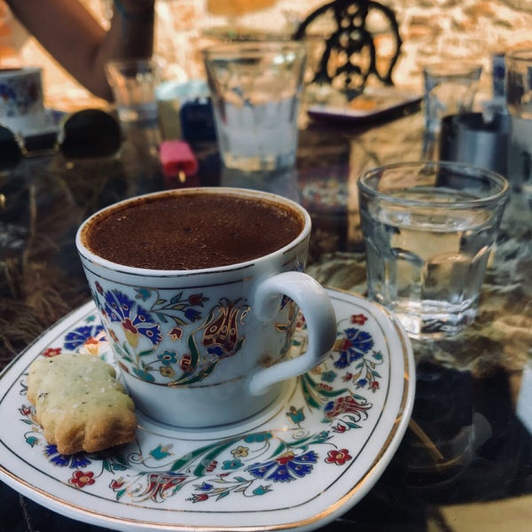 Foto scattata a Üzüm Cafe da Beneyna K. il 8/7/2018