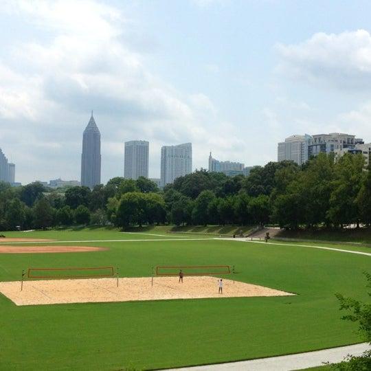 รูปภาพถ่ายที่ Piedmont Park โดย Jesse B. เมื่อ 10/17/2012