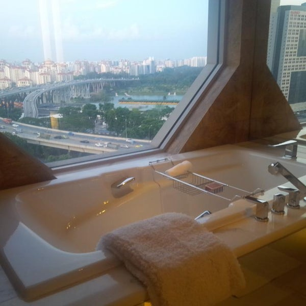 Photo taken at The Ritz-Carlton Millenia Singapore by Anuar O. on 8/22/2013