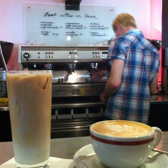Foto scattata a Adriano's Bar & Café da Evangelo🍸 Z. il 10/13/2012