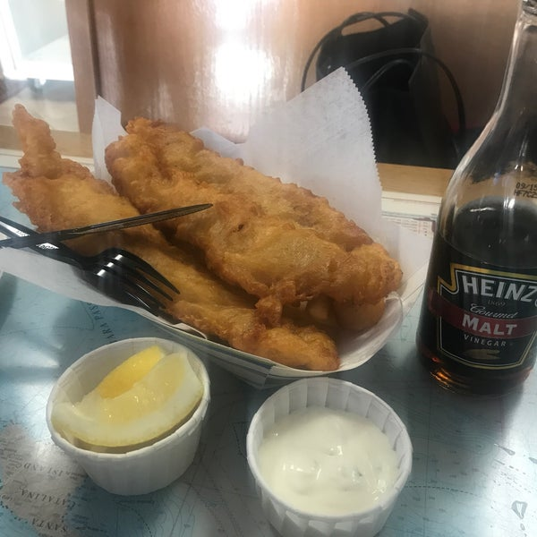 Photo taken at Harbor Fish and Chips by Elizabeth F. on 7/10/2017