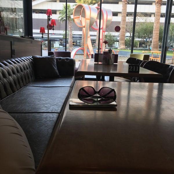 7/19/2016 tarihinde ⚔ Özlem Y.ziyaretçi tarafından Ugi's Cafe & Bistro'de çekilen fotoğraf