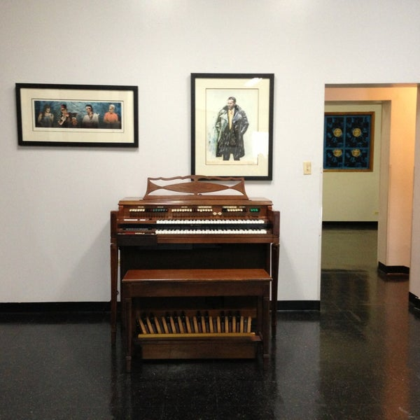 Photo taken at Willie Dixon's Blues Heaven Foundation, Historic Site of Chess Records by Yury M. on 9/13/2013