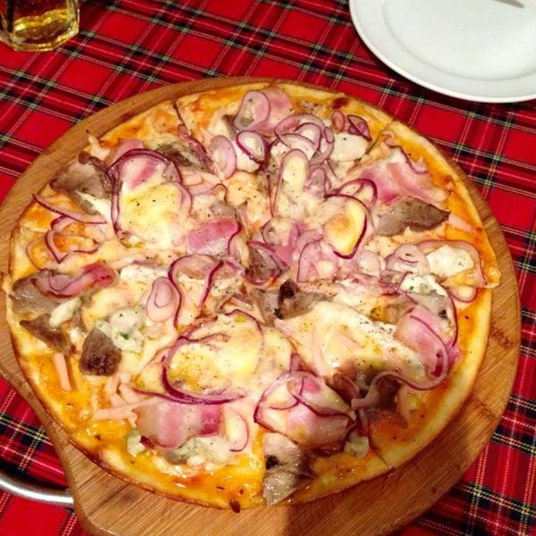 Кафе хорошее. Вкусный сидр, берите грушевый или яблочный - не пожалеете (ягодный не советую, тк. с красителем). Пицца тоже очень вкусная(мы берем Кватро Салуми), жаль только выбор десертов небольшой.