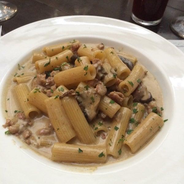 Todos os pratos são maravilhosos!Ambiente muito agradável e atendimento nota 10!Meu prato foi Rigatoni ala Boscaiolla (Foto abaixo) e de minha esposa foi spaghetti ala Carbonara.Ambos são sublimes!