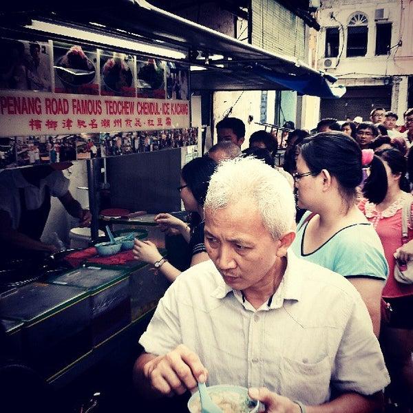 Photo taken at Penang Road Famous Teochew Chendul (Tan) by John G. on 5/24/2013