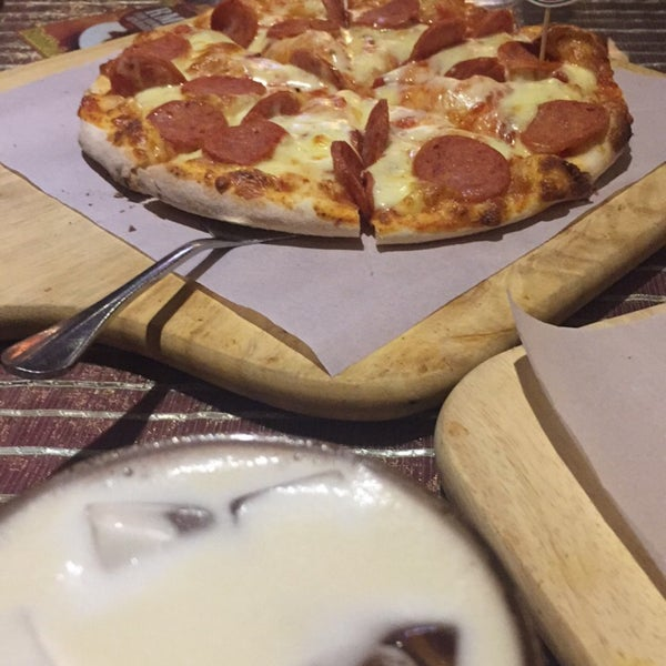Photo taken at Pizzaiola by Jooling on 2/24/2017