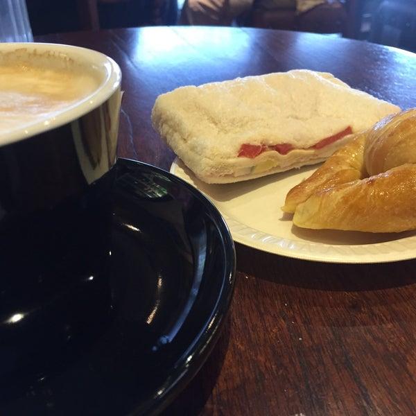 9/13/2015 tarihinde Leandro E.ziyaretçi tarafından Argentina Bakery'de çekilen fotoğraf
