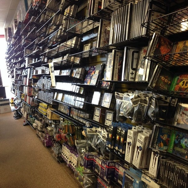 Photo taken at Game Over Videogames by Mando on 6/7/2014