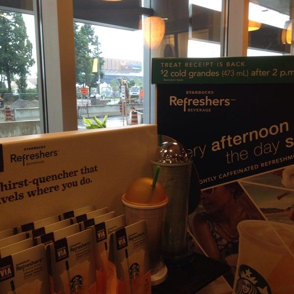รูปภาพถ่ายที่ Starbucks โดย Alexander S. เมื่อ 8/2/2013