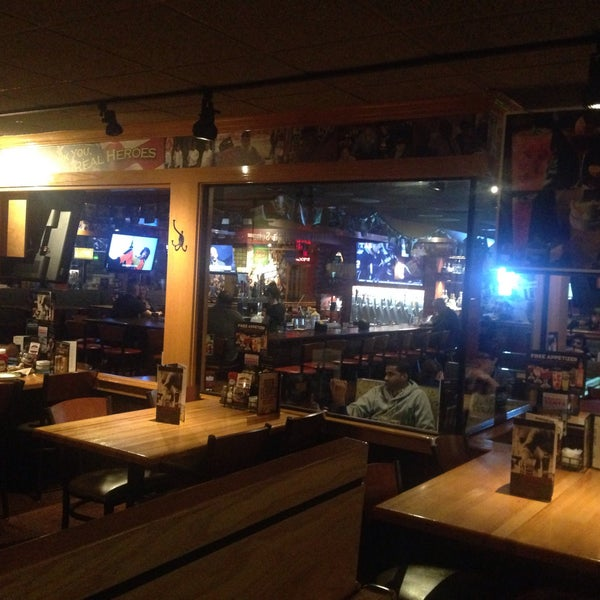 Photo taken at Applebee's Neighborhood Grill & Bar by Ömer Y. on 11/4/2015