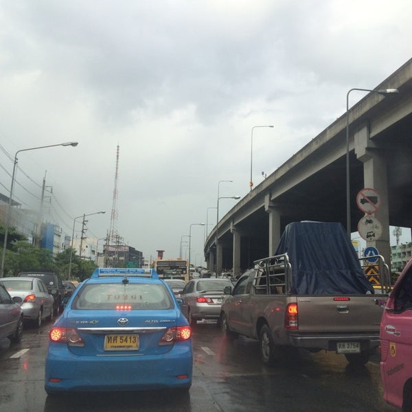 Photo taken at Sutthisan Intersection by Raton J. on 8/18/2014