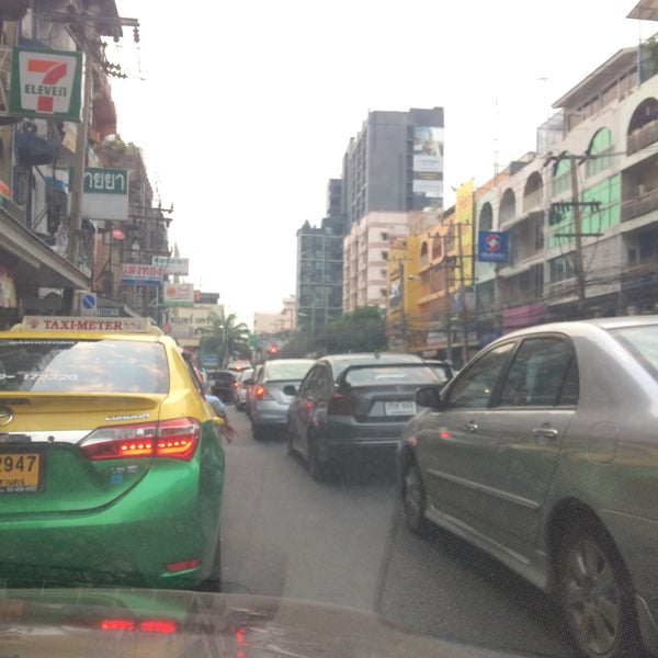 Photo taken at Sutthisan Intersection by Raton J. on 2/10/2017