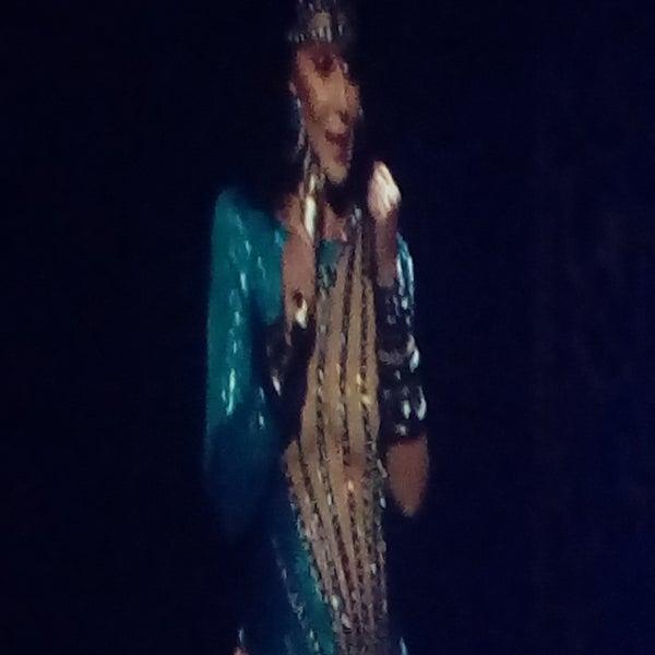 Here watching Cher....Freakin Cher!!! 😱