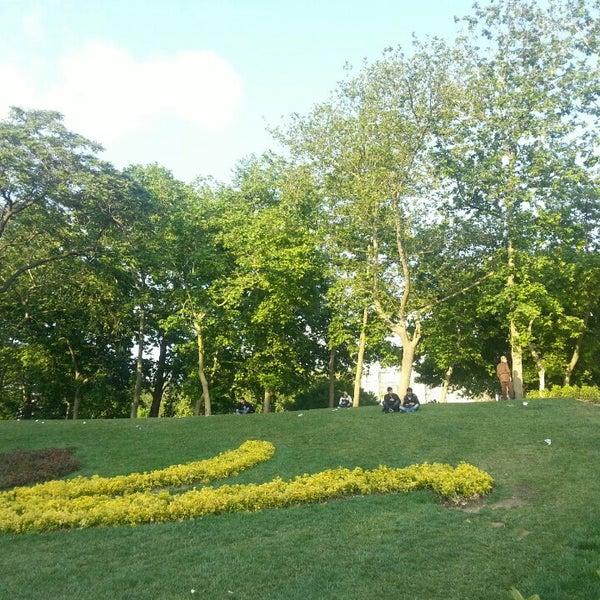 5/28/2015にIlknur S.がTaksim Gezi Parkıで撮った写真