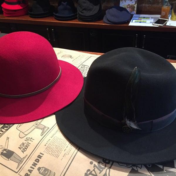 Снимок сделан в Goorin Bros. Hat Shop - West Village пользователем Sofia .. 9/30/2015
