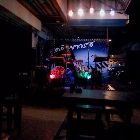 Photo taken at ร้านอาหารเยาวราช by Pea on 11/12/2013